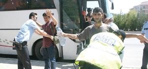 Kaçak göçmen taşıyan otobüs şoförü tutuklandı