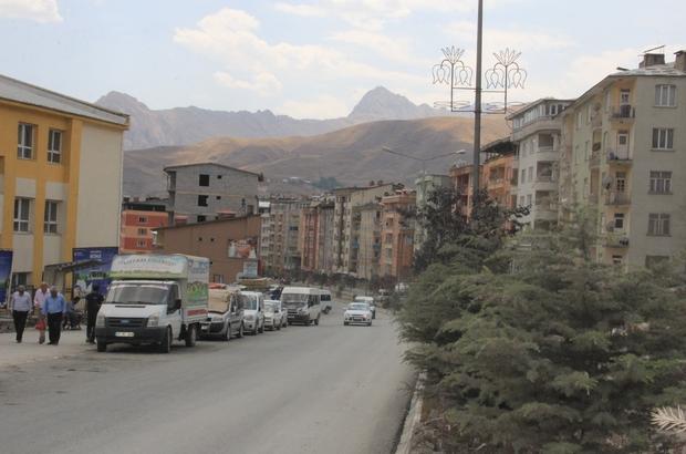 Hakkari'de yollar asfaltlandı sürücüler hız limitini aştı