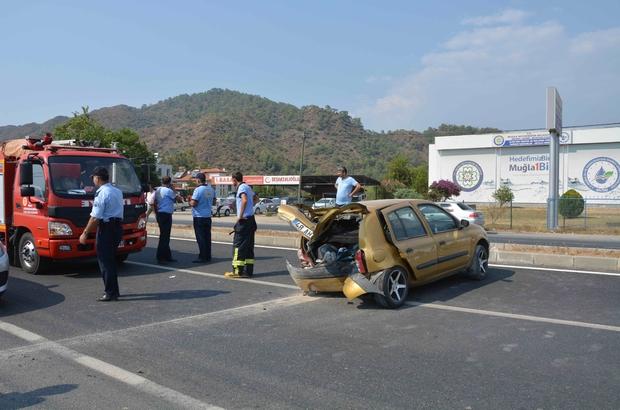 Yoldan çıkan otomobil galerideki araçlara çarptı; 1 yaralı