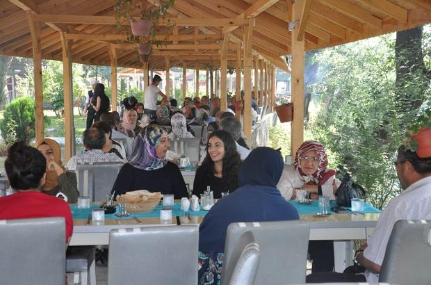 Gazi ve şehit aileleri kahvaltıda buluştu