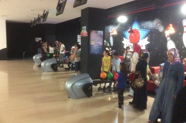 Böbrek hastası çocuklar bowling oynayarak stres attı