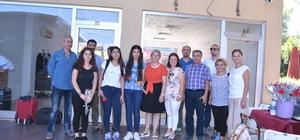 Yeni öğrenciler Fethiye'de çiçeklerle karşılandı