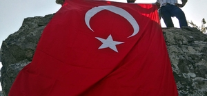 Kastamonulu gençler, Şehit Eren Bülbül'ü zirveye bayrak dikerek andı