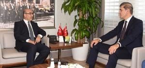 Müsteşar Gümüş, Vali Demirtaş'tan kentteki sağlık hizmetleriyle ilgili bilgi aldı