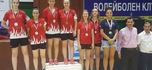2017 junior çift kızlar şampiyonu oldular