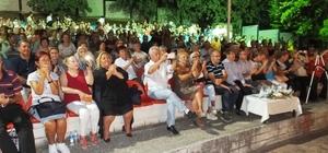 Burhaniye'de Gönül Dostları Konseri coşturdu