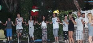 Kayapınar Halk Oyunları ekibi Alanyalıların gönlünü fethetti