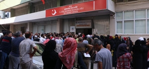 Mersin'de Suriyeliler kimlik için yoğunluk oluşturdu