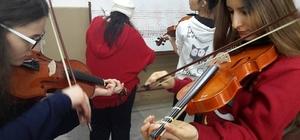 Müzik enstrümanları eğitimine 200 kişi katılıyor