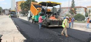 Yenilenen Turhal'da asfalt çalışması başlatıldı