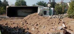 Hafriyat kamyonu devrildi: 1 ölü