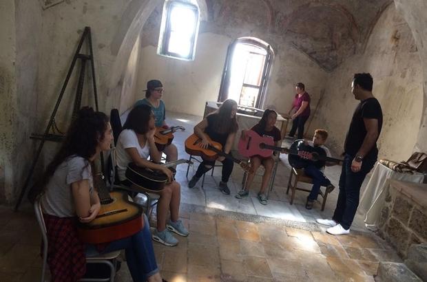 Akdeniz'de yaz kursları anketle belirleniyor