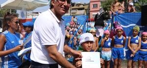 Yüzme öğrenen öğrenciler sertifikalarını aldı