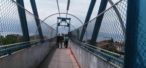 Körfez Belediyesi üst geçitleri daha güvenli hale getiriyor