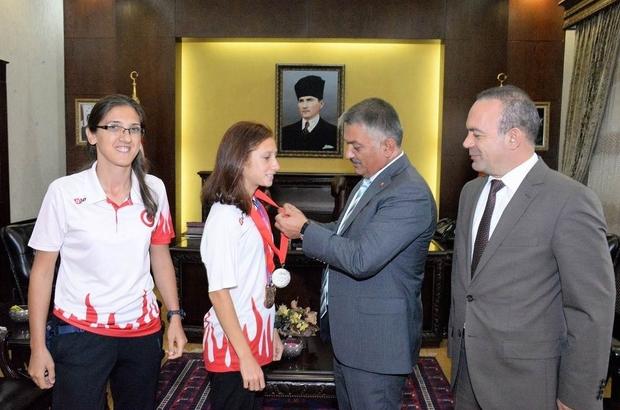 Dünya Şampiyonu sporcuya Vali Yazıcı'dan altın