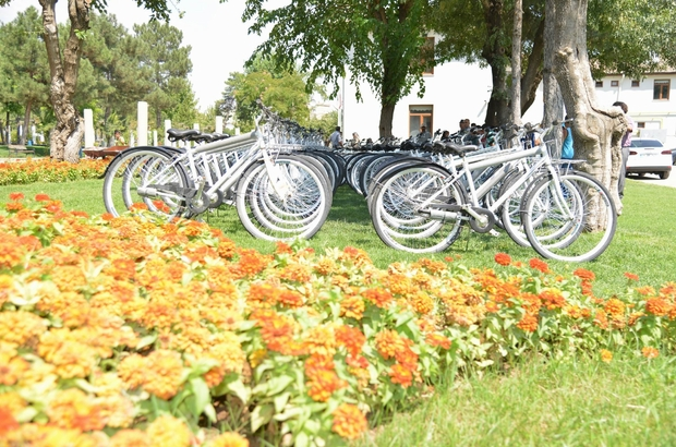 Başkan Atilla'dan 100 çocuğa 100 bisiklet