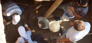 İsale hattı kazısında ortaya çıkan oda mezarda çalışmalar devam ediyor