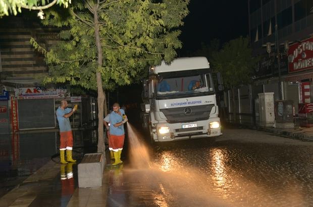 Gazi Caddesi tazyikli su ile yıkandı