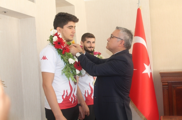 Vali Şimşek, olimpiyat şampiyonlarını ödüllendirdi