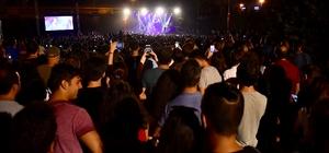 Çim Konserleri, Cem Adrian ile başladı