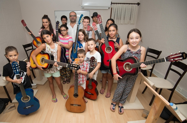 Muratpaşa Belediyesi'nden çocuklara müzik kursu