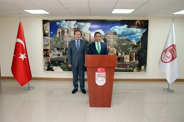 Bingöl Valisi Ali Mantı, Bayburt Valisi Ali Hamza Pehlivan'ı ziyaret etti.