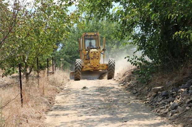 Büyükşehir ekipleri Kuyucak'ta bağlantı yollarını yeniliyor