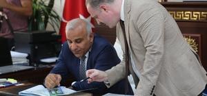 Vali Murat Zorluoğlu'ndan Tuşba Belediyesi'ne ziyaret