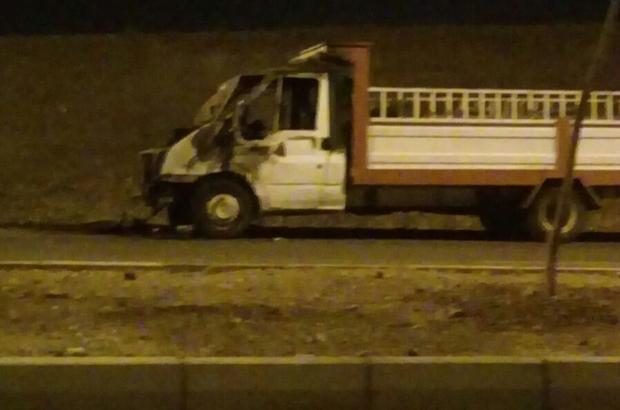 Seyir halindeki kamyonet alev aldı