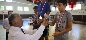 Yüzme kursuna katılan 324 öğrenci arasında yüzme yarışması yapıldı