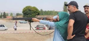 Liseli Zehra Betül Akın, attığını 12'den vuruyor