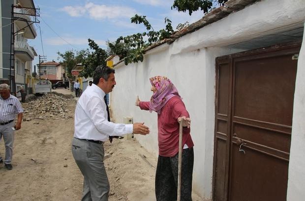 """Yaşlı kadından başkana: """"Ben ölmeden önce burayı bitirin"""""""