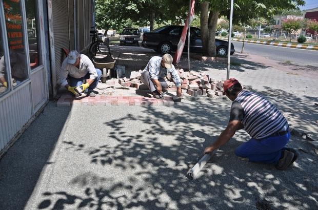 Gölbaşı Belediyesi Atatürk Bulvarında kaldırım tadilatına başladı