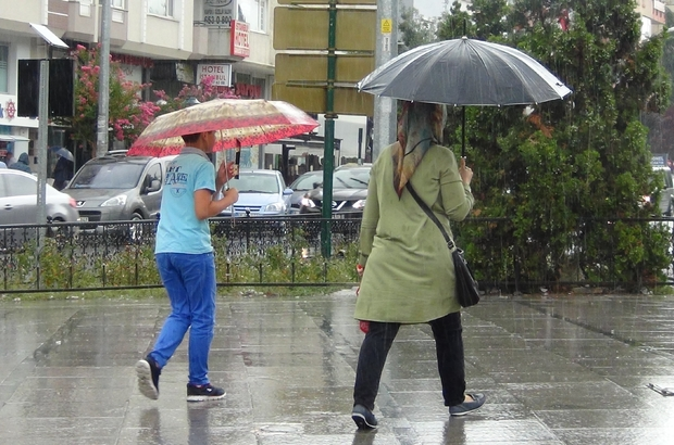 Yağmur Çorlu'yu serinletti caddeleri boşalttı