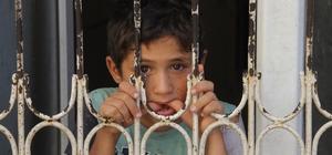 Evde sahipsiz bırakılan Suriyeli çocuklara polis sahip çıktı