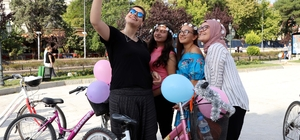 Kadınlar bisiklet kullanımına dikkati çekti
