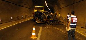 Otomobil tünelde bariyerlere çarptı: 2 ölü, 1 yaralı