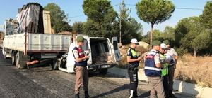 Manisa'da kamyonet kamyona çarptı: 1 ölü