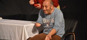 Bedensel engelliler tiyatro oyununda buluştu