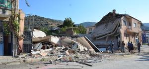 Aydın'da iki katlı ev çöktü