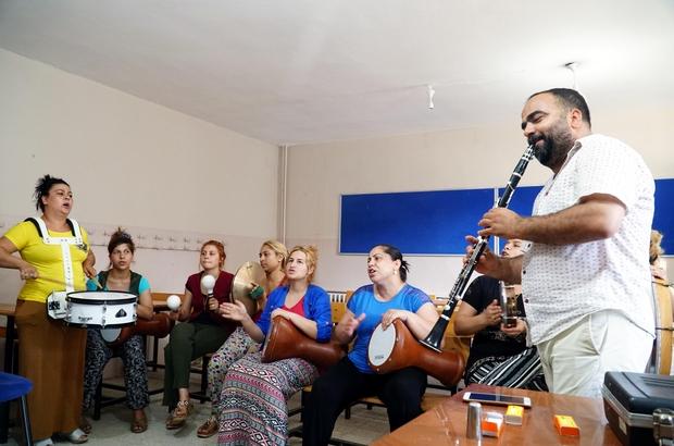 Roman kadınlar müzik grubu kurdu