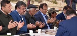 Başbakan Yardımcısı Çavuşoğlu şehit ailelerini ziyaret etti