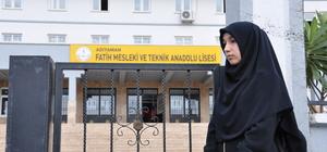 Ferace ile okula alınmadığı iddiası