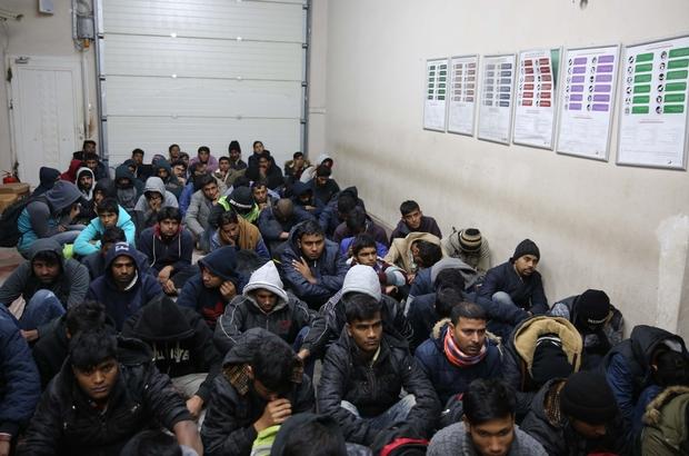 """Yunanistan'da bazı kaçakların """"geri itildiği"""" iddiası"""