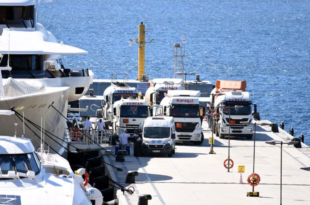 Mega yata 8 saatte 12 tanker yakıt ikmali yapıldı