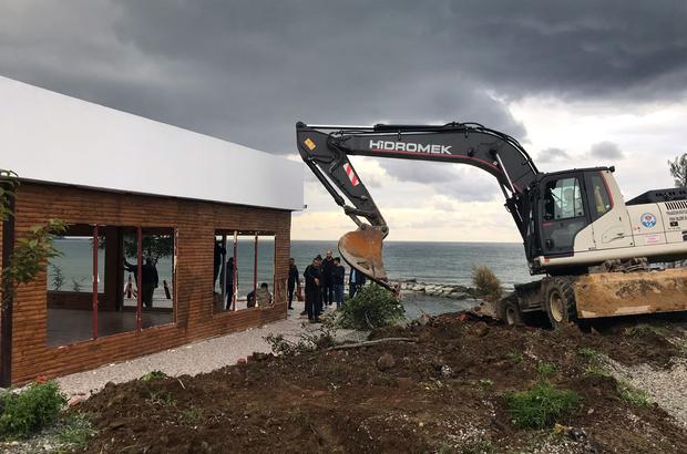 Trabzon'da kaçak restoran ve plaj yıkıldı