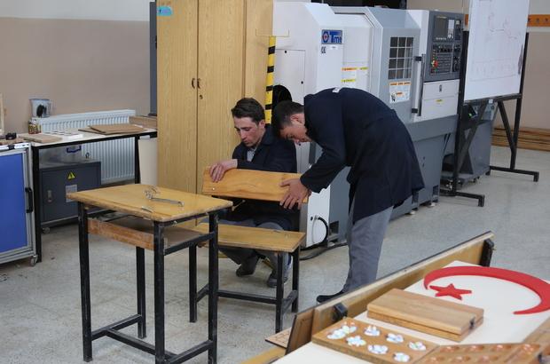 Eski sıra ve masalardan zeka oyun setleri üretiyorlar