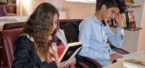 """Yüksekovalı gençler """"Kitap Kafe"""" ile sosyalleşiyor"""