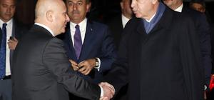 Cumhurbaşkanı Recep Tayyip Erdoğan, eski CHP Genel Başkanı ve CHP Antalya Milletvekili Deniz Baykal'ı, tedavi gördüğü Ankara Üniversitesi İbn-i Sina Hastanesi ziyaret etti.