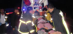 Traktör ve 3 otomobilin karıştığı zincirleme trafik kazası: 7 yaralı